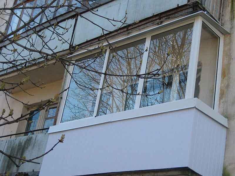 Застеклить балкон алюминиевым профилем.