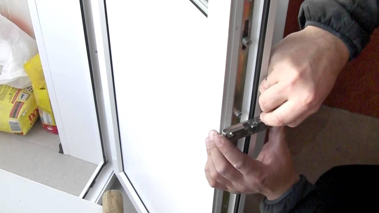 Заклинило пластиковую балконную дверь во всех положениях..