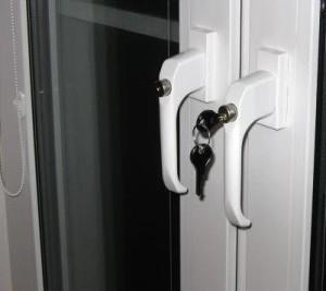 Ручки с ключом на окна из алюминиевого профиля.
