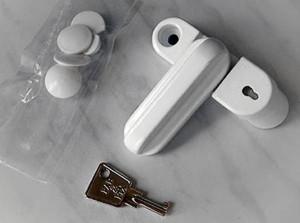 Завертка с фиксацией на ключ.