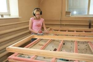 Обработка поверхности деревянного окна