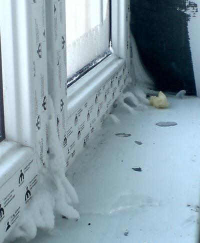 Почему на пластиковых окнах лёд