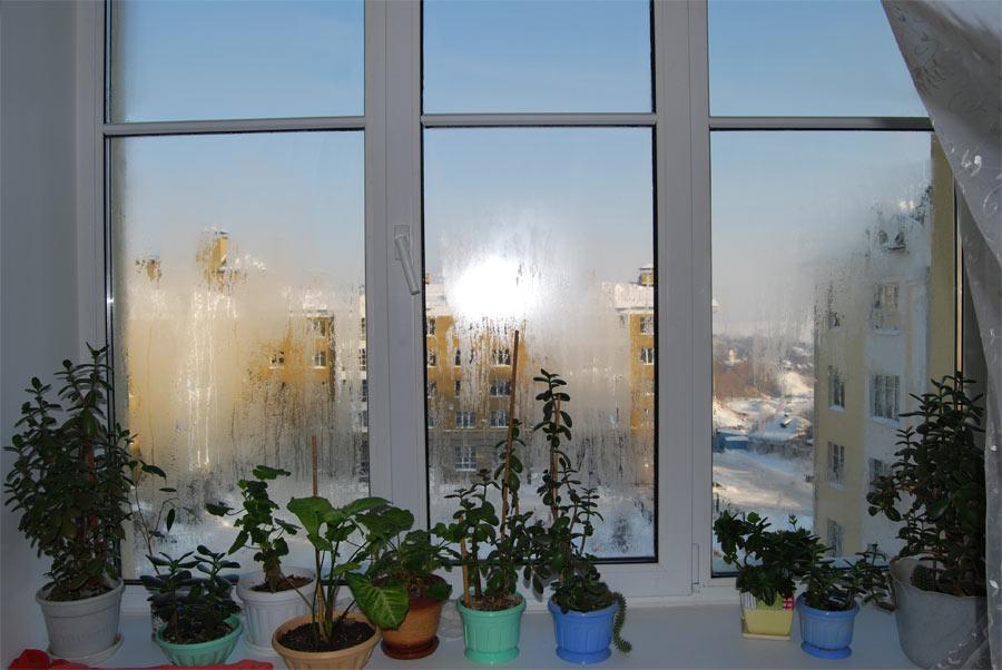 Почему потеет балкон зимой.