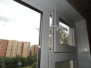 Пластиковые окна с форточкой незаменимы в помещениях