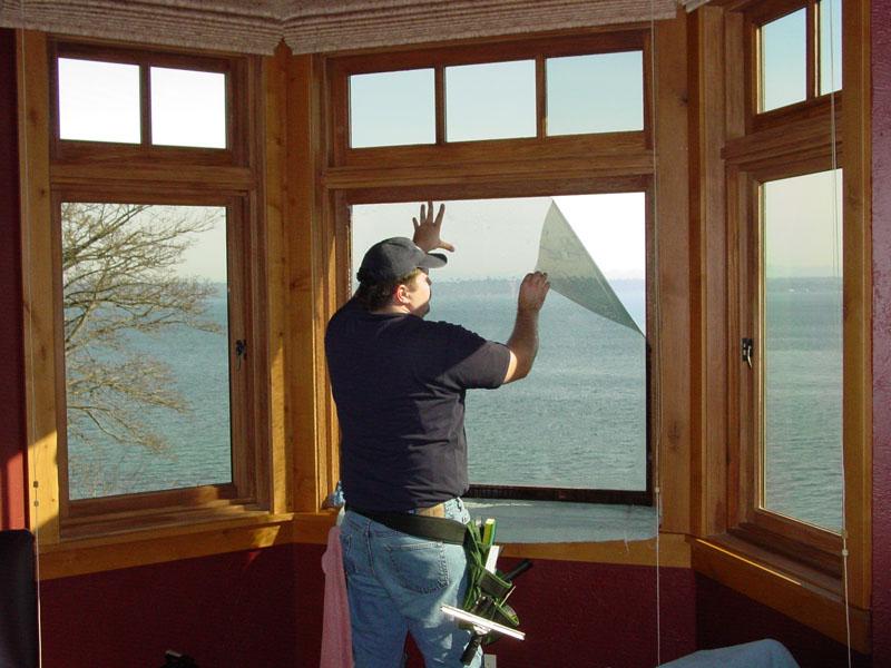 Чем закрыть окна на балконе от солнца - выбираем оптимальный.