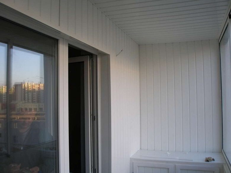 Облицовка, отделка балкона изнутри