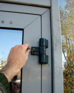 Особенности наладки пластиковой двери