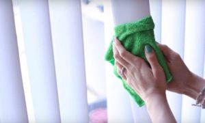 Как самостоятельно почистить вертикальные тканевые жалюзи в домашних условиях