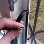 Как поменять уплотнительную резинку на окнах?